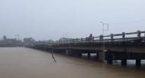 nước chảy qua cầu 2