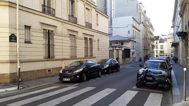 Den Paris 01