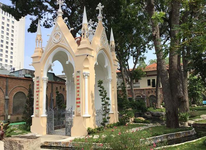 Vatican Saigon 04